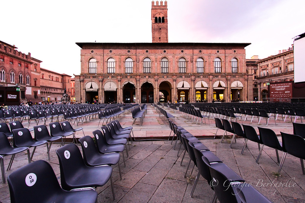 Cinema all'aperto in piazza...