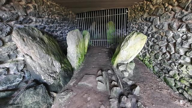Barclodiad y Gawres Burial Chamber -  Llanfaelog (2)
