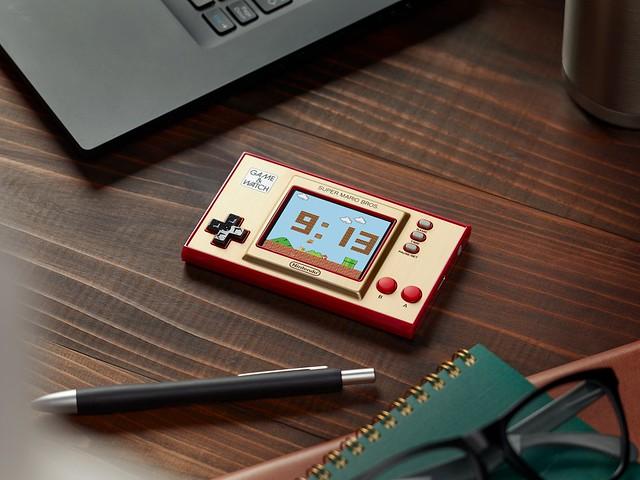 經典作品之完美結合!任天堂推出超級瑪利歐35周年紀念版Game&Watch主機
