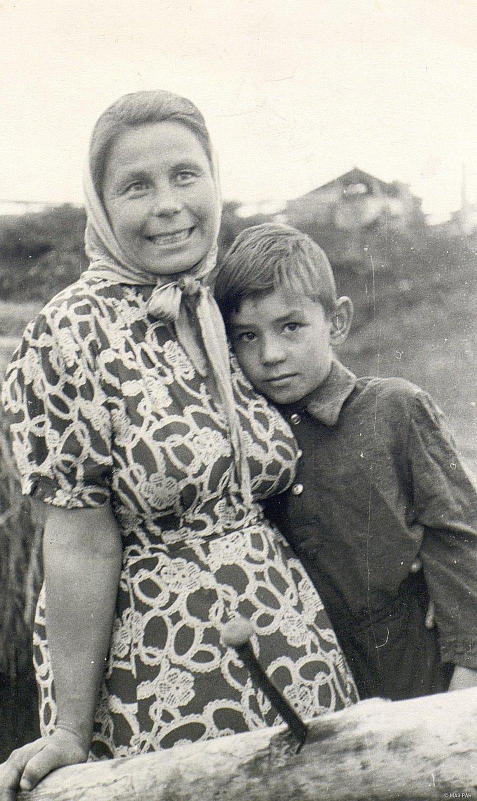 Учительница Т.П. Кузнецова с сыном