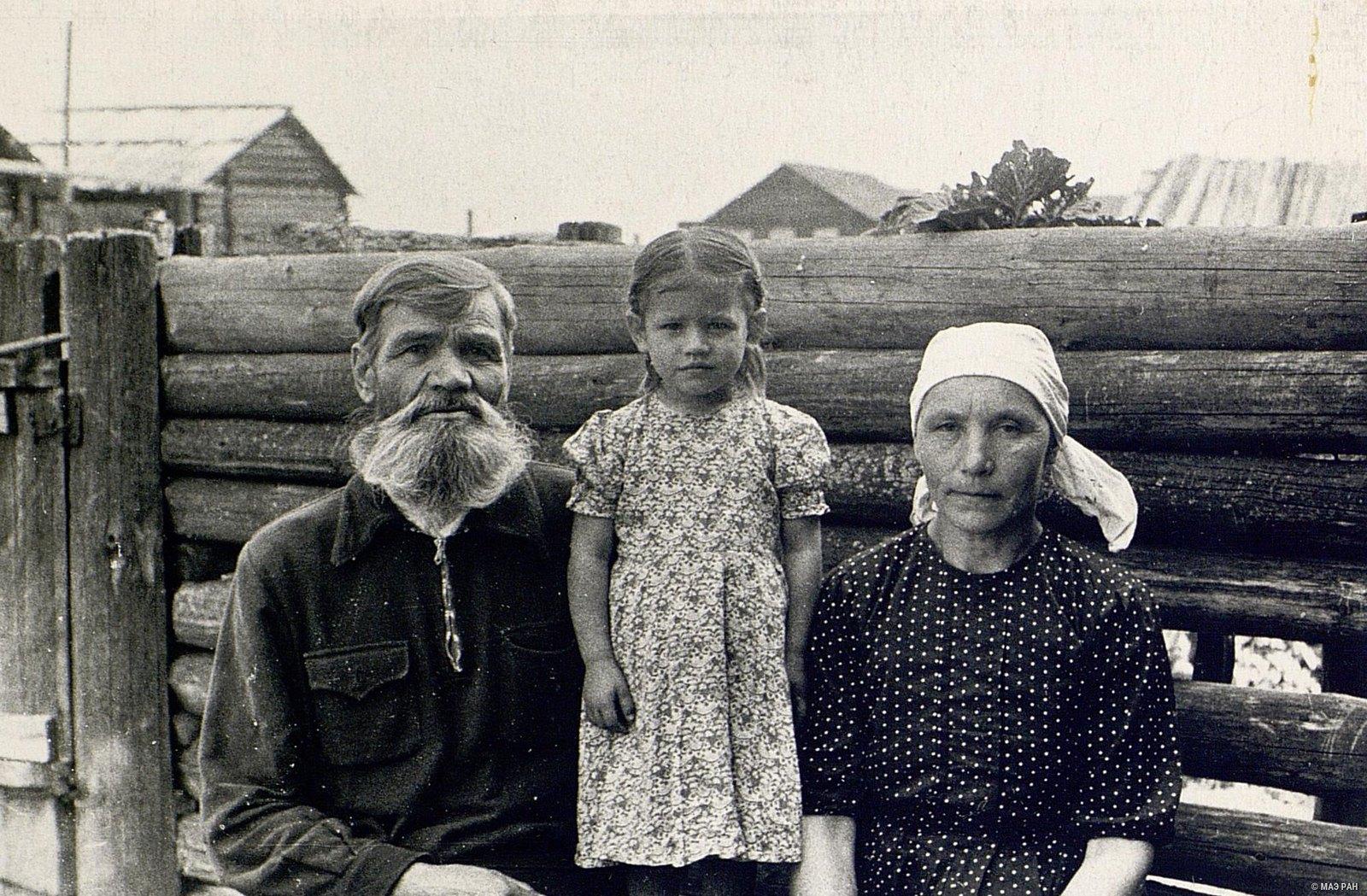 Д.Ф. Маслий с женой и внучкой