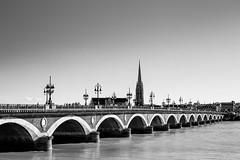 Le pont de pierre et la flèche Saint Michel - Bordeaux