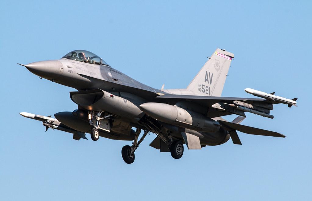 General Dynamics F-16C Fighting Falcon - United States Air Force - 88-0521 / AV