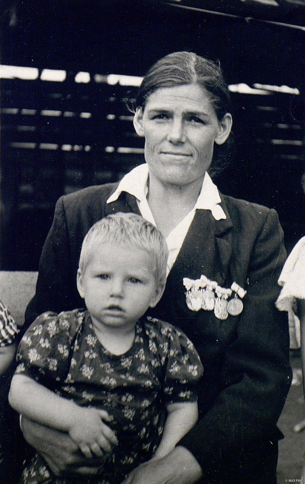 Мать-героиня Шаманская с дочерью