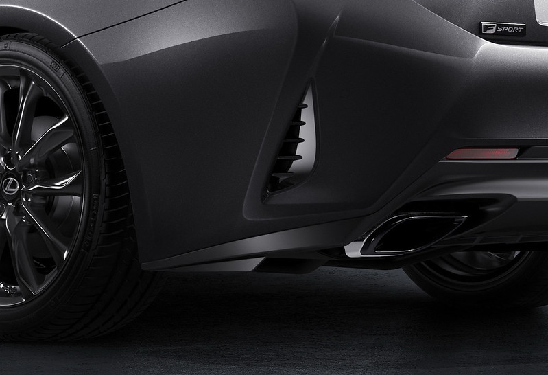 2021-Lexus-RC-Black-Line-04