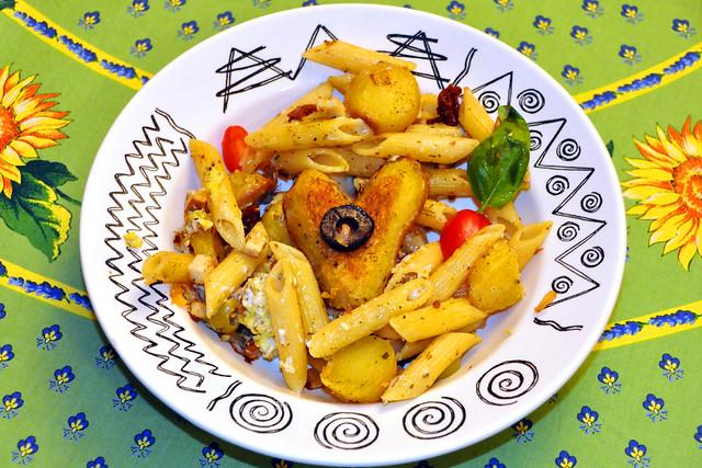 """""""Verheierte"""" (Verheiratete), also Kartoffeln und Nudeln, die in einer Pfanne mit zerschlafenem Ei gebraten werden ... Brigitte Stolle"""