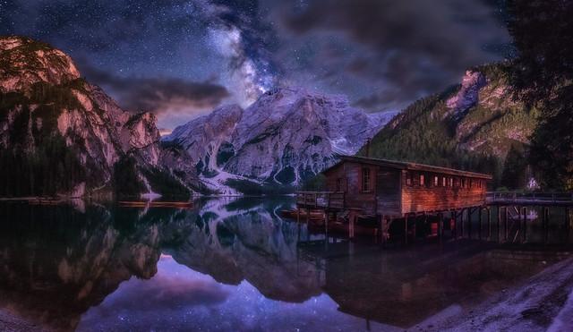 Lago di Braies at night
