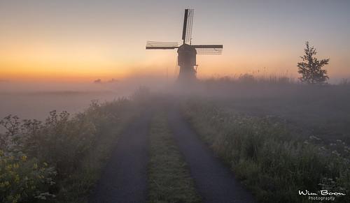 wimboon windmill nederland netherlands natuur nature canonef1635mmf4lisusm canoneos5dmarkiii streefkerk alblasserwaard leefilter earlymornings fog