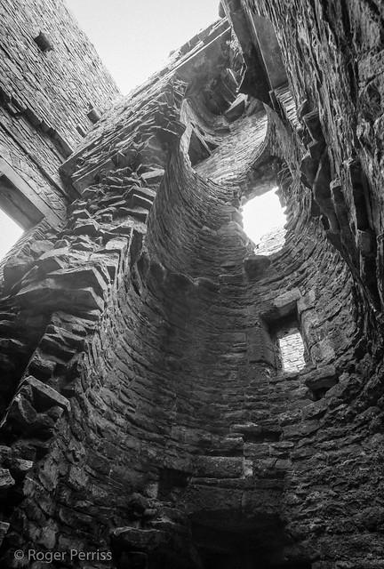 INTERIOR OF TOWER, MIDDLEHAM CASTLE, N YORKSHIRE_DSC_0297_LR