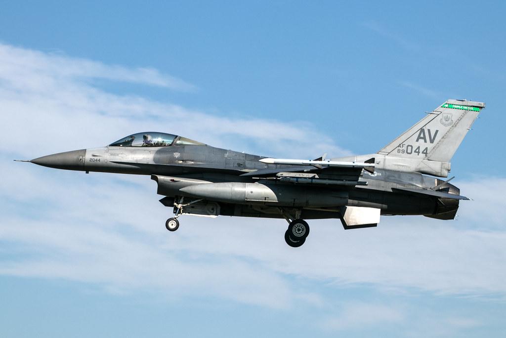 General Dynamics F-16C Fighting Falcon - United States Air Force - 89-2044 / AV