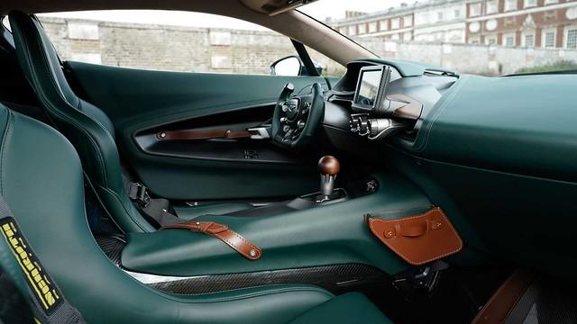 aston-martin-victor-interior (2)