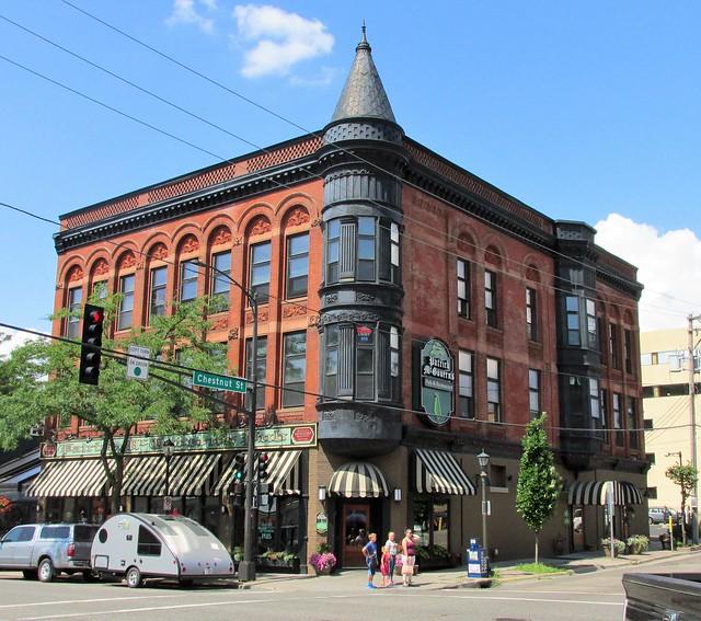 St. Paul Victorian - Patrick McGovern's Pub