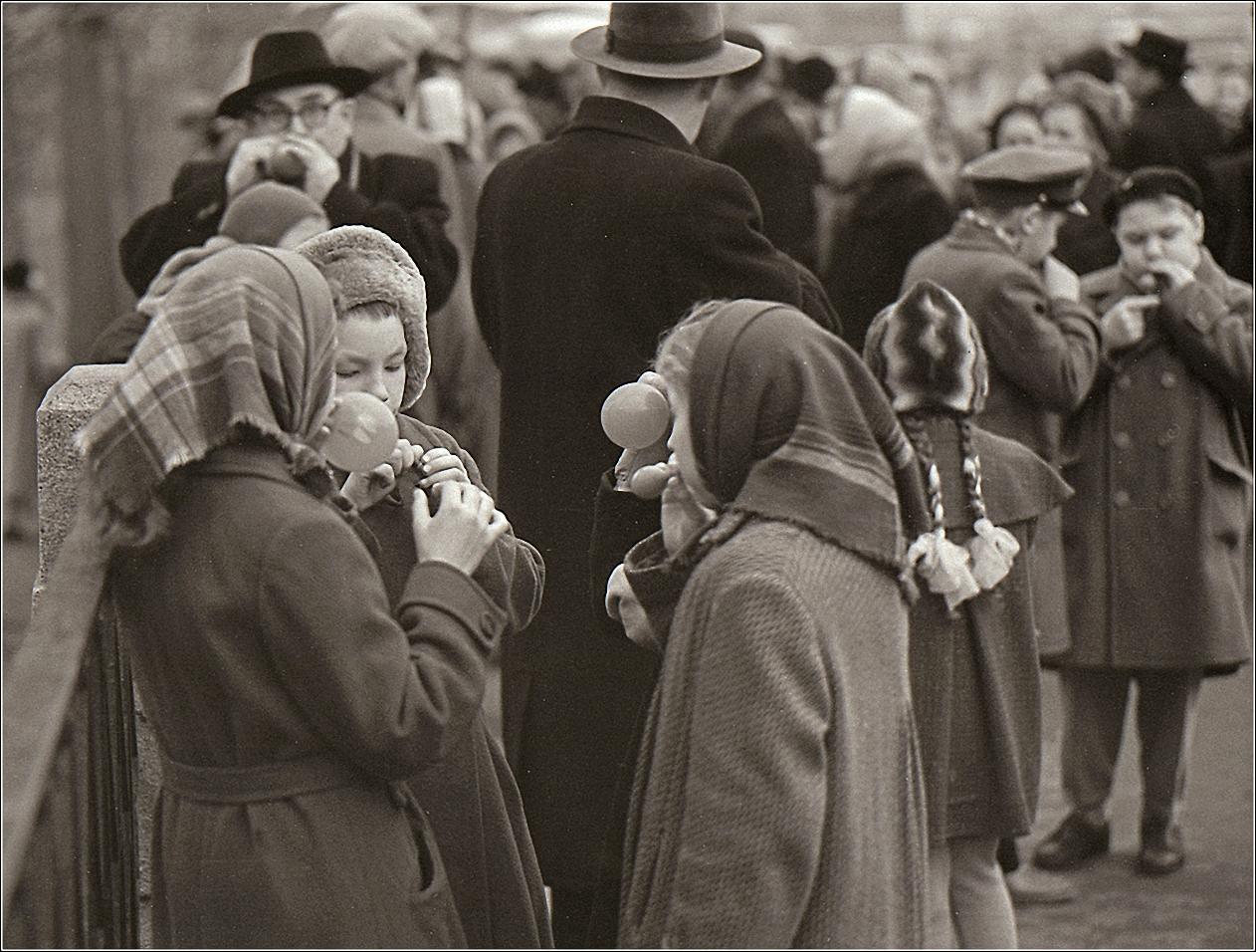 35. 1959. Надувные шарики