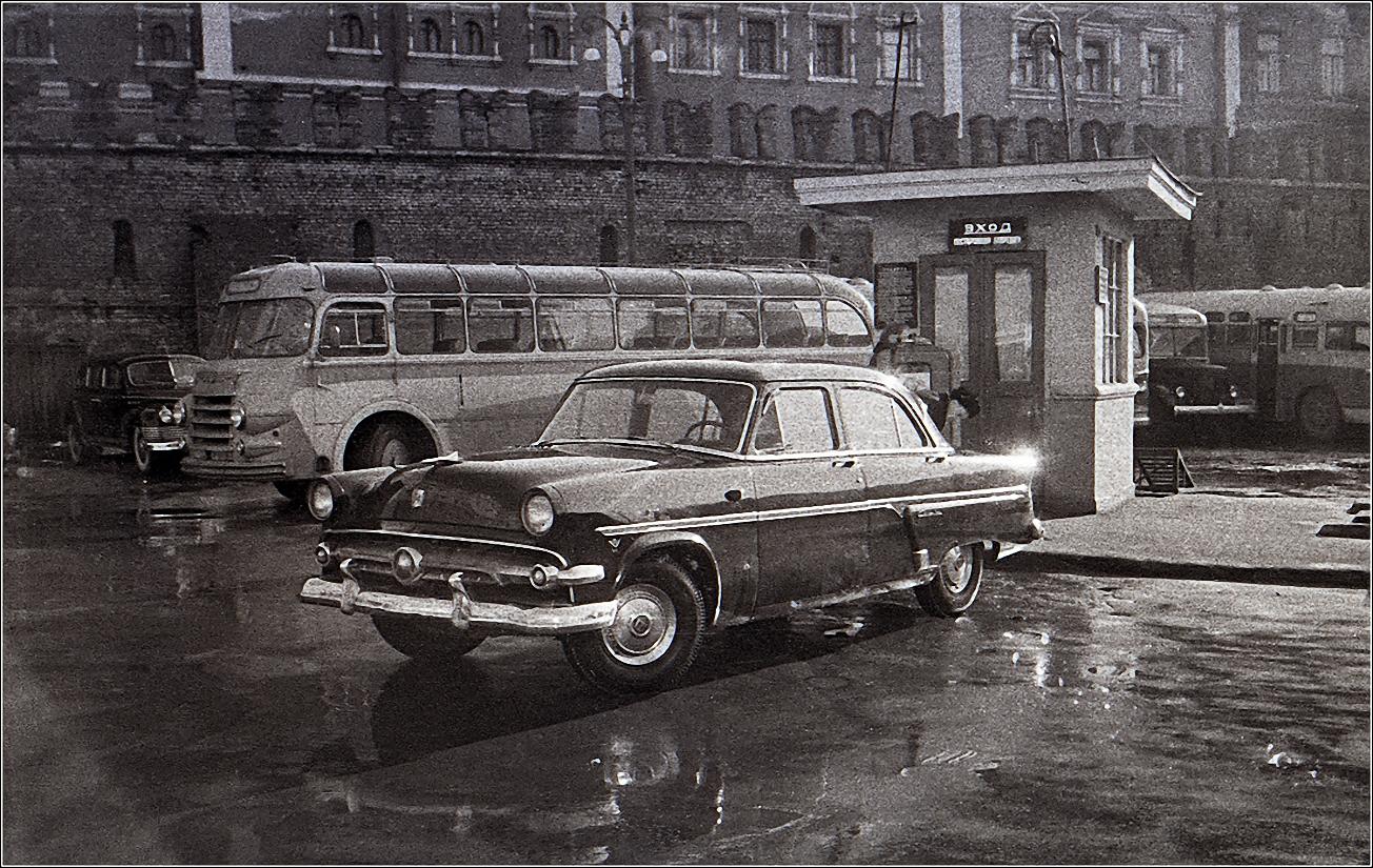 27. 1959. Стоянка у гостиницы Метрополь