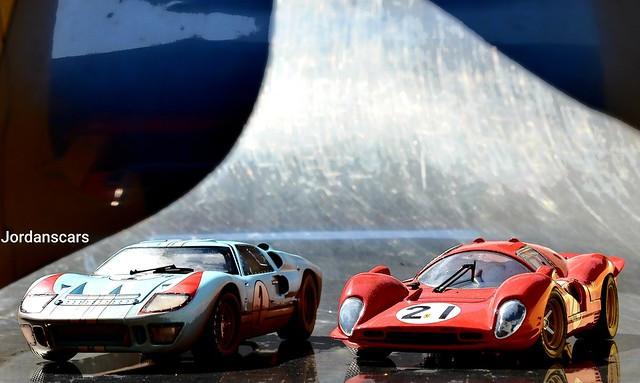 Ford Gt 40 vs Ferrari 330 P4
