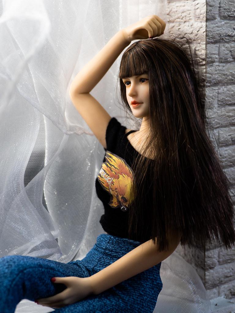 Phicen Window Posing 50308885343_a5e6fa81fc_b