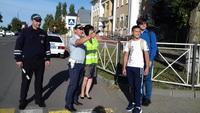 """Инспекторы ГИБДД вместе с родителями учащихся проводят акцию """"Родительский патруль"""""""