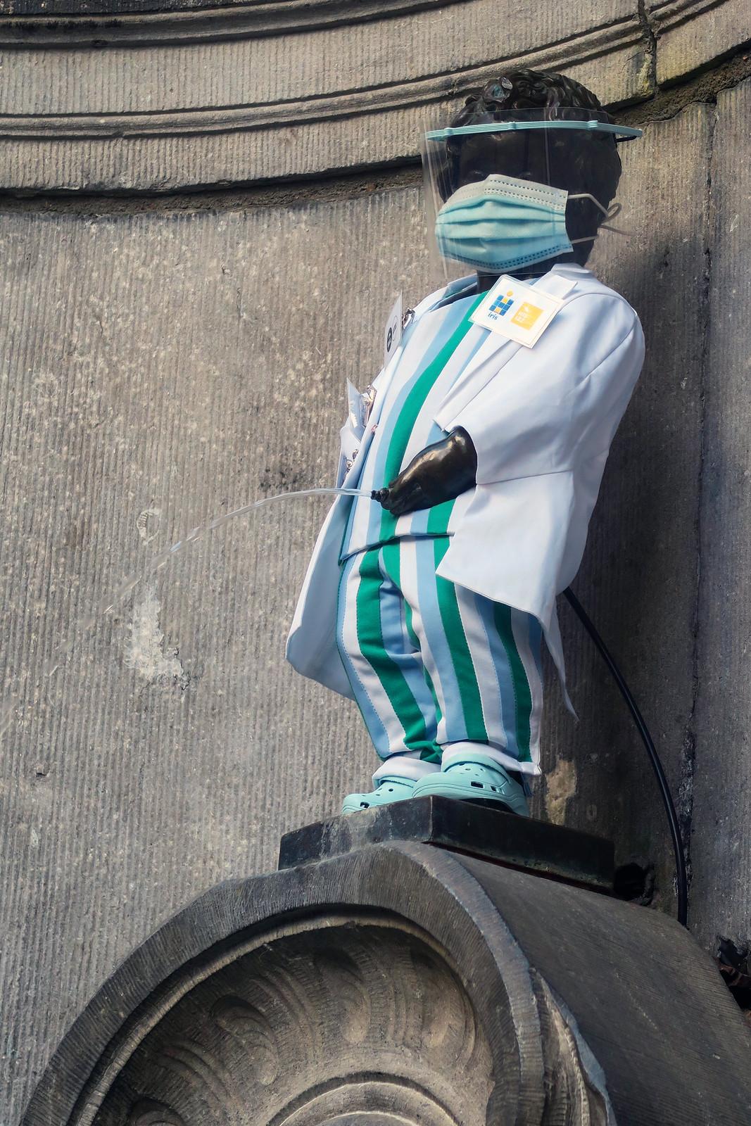 Manneken Pis honoring healthcare workers