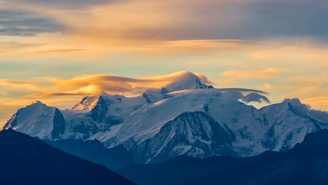 Ce matin, le Mont-blanc semble avoir les cheveux au vent.