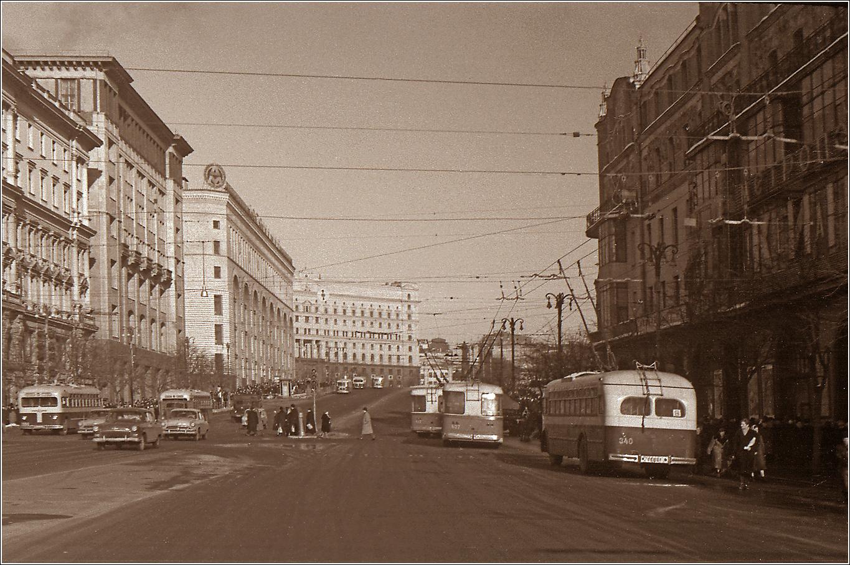 59. 1962. Театральный проезд