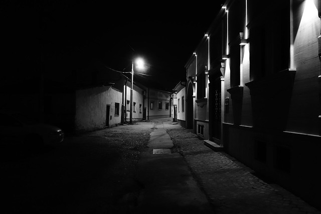 Gardos street at night