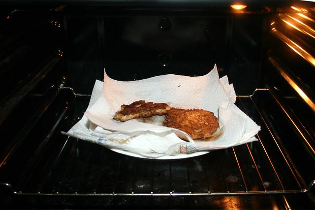 19 - Keep pancakes hot in oven / Fertige Puffer im Ofen warm halten