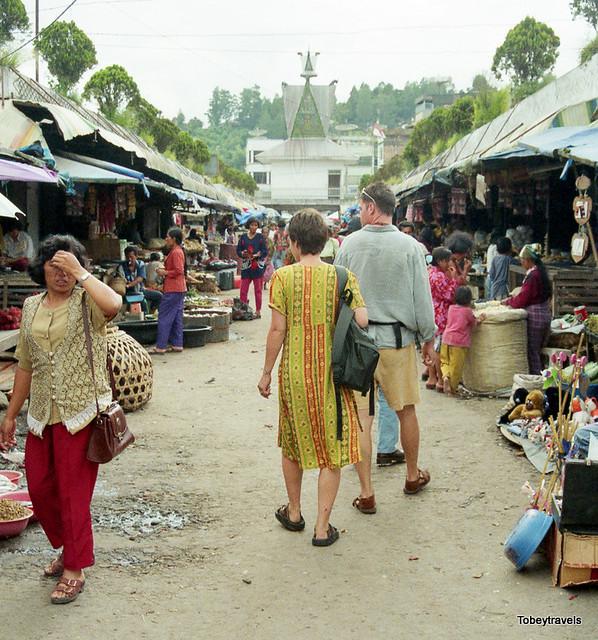 Tomok Village Market, Samosir , Lake Toba, North Sumatra Sept 1998  (2).jpg