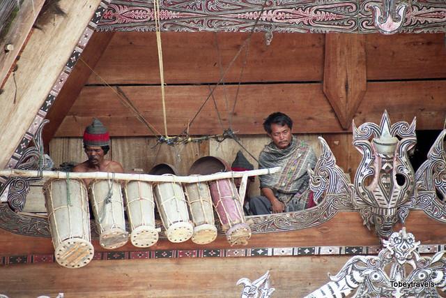 Huta Bolon Simanindo Museum, Musicians, Samosir, Lake Toba, North Sumatra Sept 1998 (1).jpg