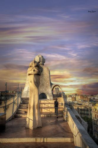 casamilá gaudi modernismo modernismocatalán barcelona lapedrera sagradafamilia sunset atardecer cielo nubes clouds