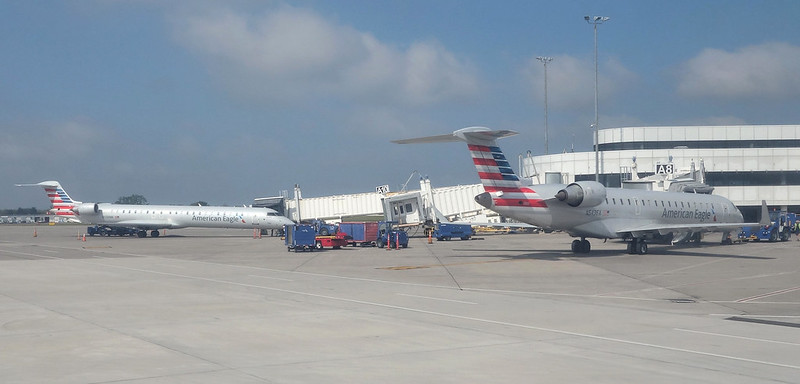 ROC Greater Rochester International Airport American Eagle CRJ-700 N543EA and CRJ-900 N588NN 2017 Sept.