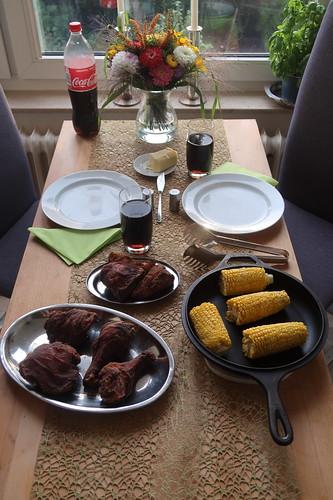 Corn on the Cob zu Southern Fried Chicken (Tischbild)