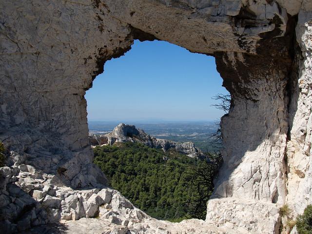 Les alpilles - Le rocher des deux trous (Explored)