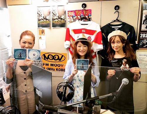 パーソナリティのミシェル・キョーコさんとマサヨ姉さんです! 本日20時から神戸のコミュニティーFM、FM MOOV(76.1MHz)の「メロウな夜」という音楽番組にゲスト出演しまーす!PCからサイマルラジオなどのネット配信やコミュニティFMが聴けるラジオアプリなどで全国から聴けますよー!