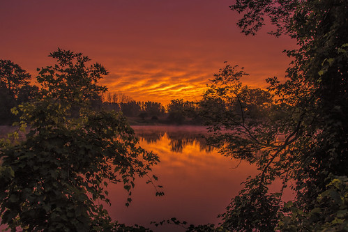 2020 september kevinpovenz westmichigan michigan midwest morning morningsky ottawa ottawacounty ottawacountyparks outdoors outside grandravinesnorth sky sunrise red orange yellow canon7dmarkii sigma reflection grandriver river trees early earlymorning