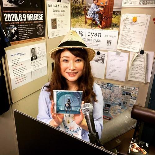 本日20時から神戸のコミュニティーFM、FM MOOV(76.1MHz)の「メロウな夜」という音楽番組にゲスト出演しまーす!PCからサイマルラジオなどのネット配信やコミュニティFMが聴けるラジオアプリなどで全国から聴けますよー!