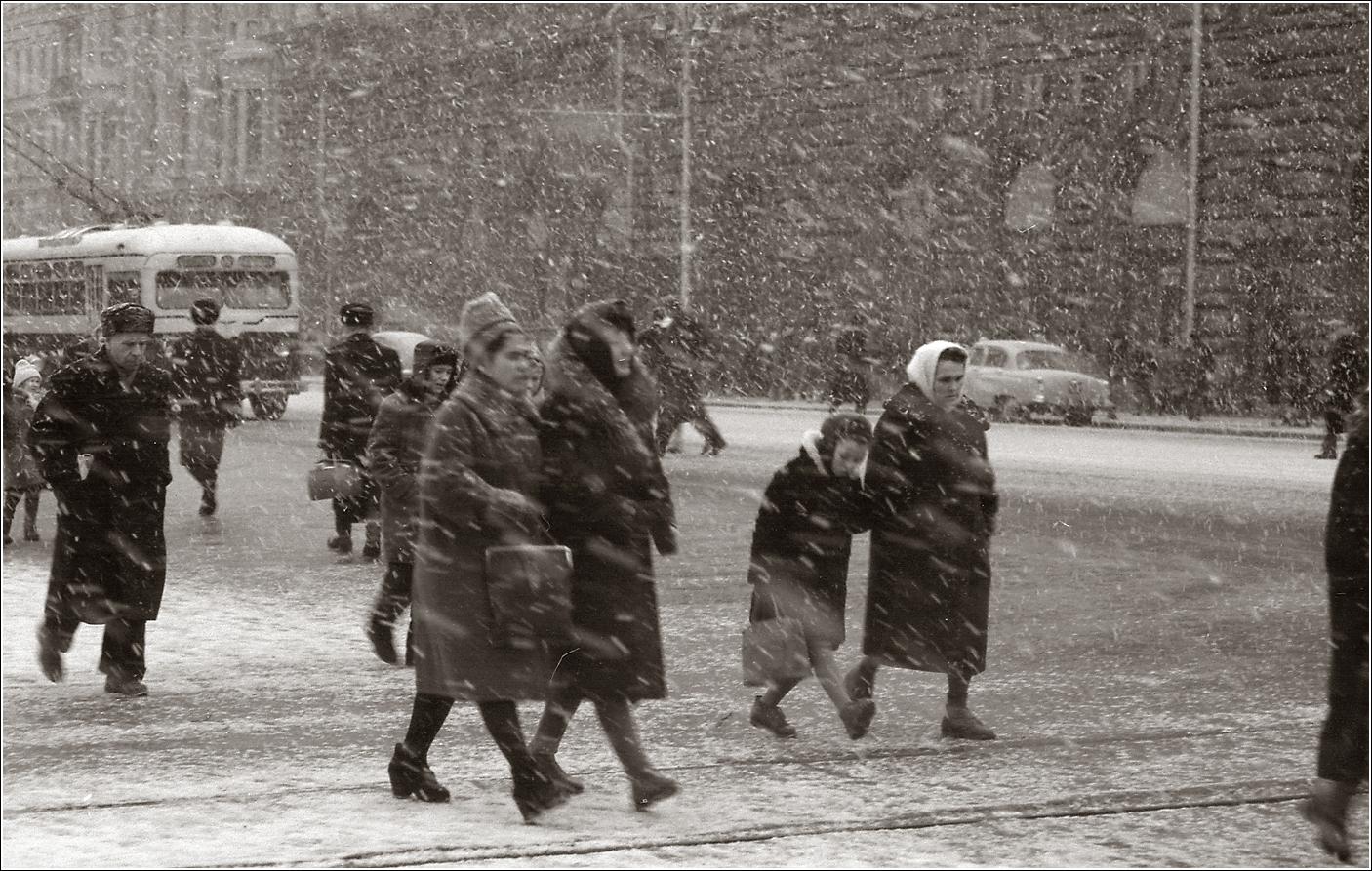 69. 1963. Тверская на пересечении с Б.Грузинской