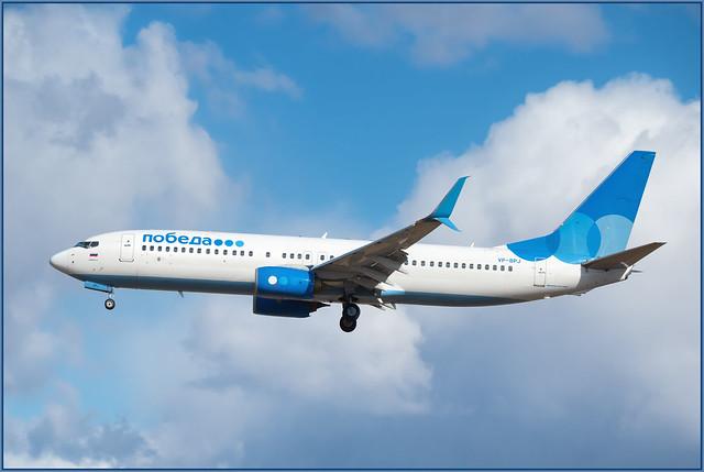 Boeing 737-800 -8AL (WL) Pobeda VP-BPJ_4 / LED