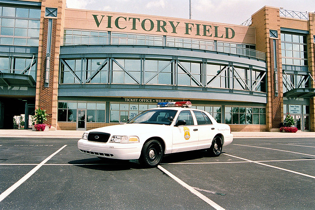 ford_crown_victoria_p71_police_interceptor_4