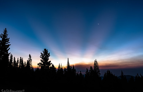 crepuscularrays sunrise elkmeadows mountainresearchstation smoke colorado southernrockymountains