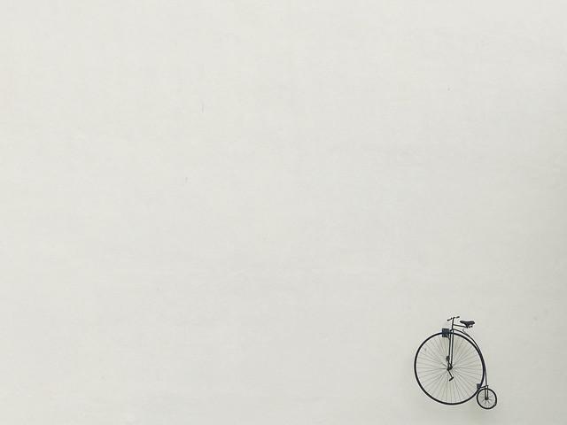 Bike 🚲 #bike #bici #bicicleta #bicycle #muro #wall #streetphoto #streetphotography #oporto #portugal #curiosidades #iphonelens #iphonephoto #iphone7plus #picoftheday