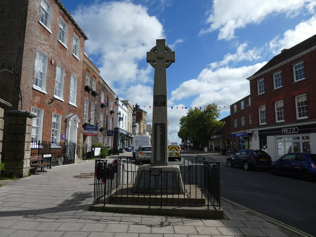 War Memorial, Lymington High Street