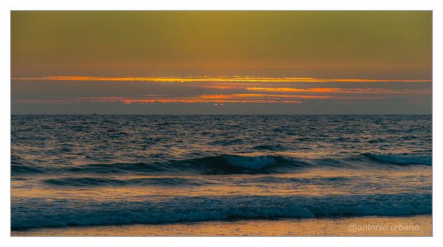 Lineas de luz en el horizonte // Light lines on the horizon