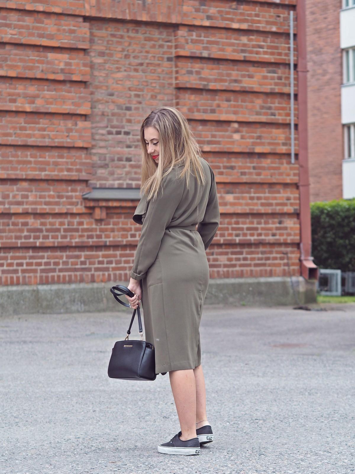 armygreen trench coat