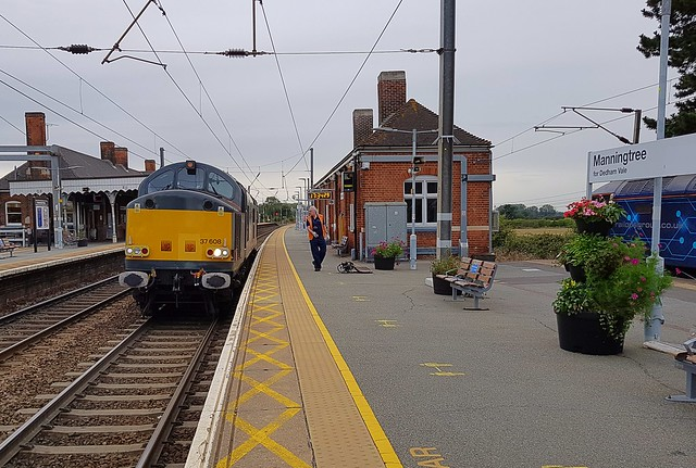 37608 arrived at Manningtree from Orient Way & 47812 had travelled from Norwich and brought an Emergency Coupler, which was transferred across the platform at Manningtree to 37608. 09 07 2020