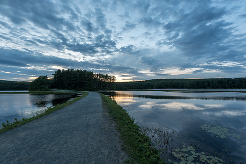 ashley pond holyoke massachusetts sunset bluehour nikon d750 sigma14mm