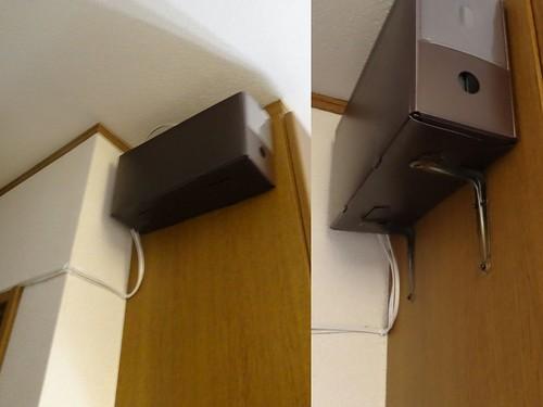 WiFiルーターを天井近くに設置した