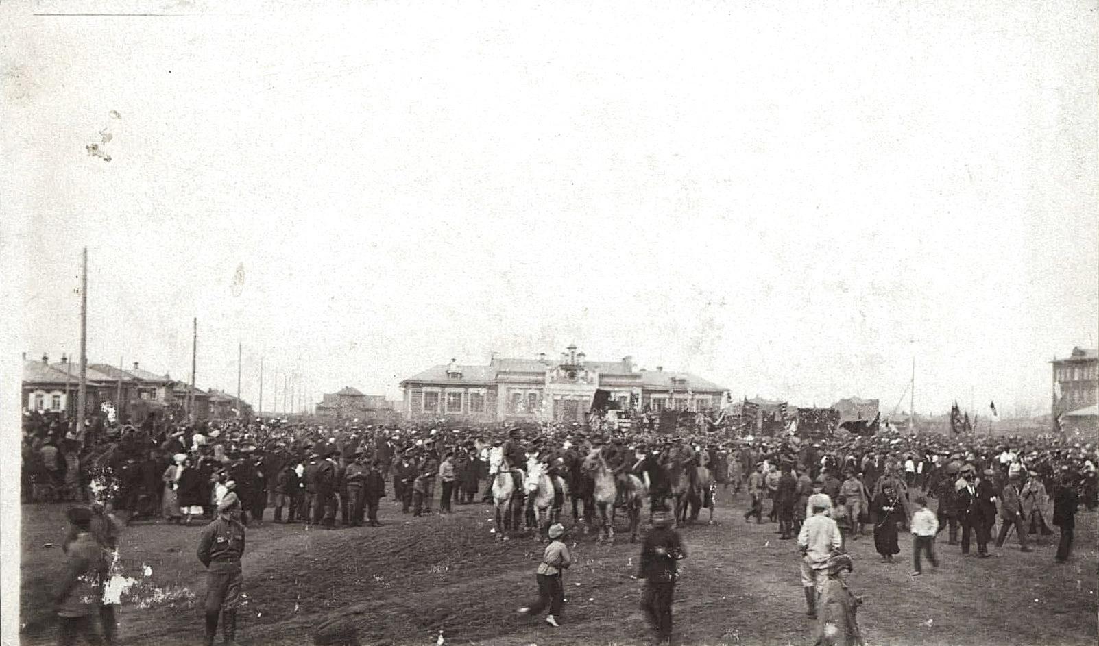 Большевистская демонстрация. 1 мая 1918 г. Г. Курган