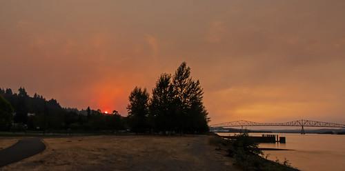 sunset smokeysunset columbiariver lewisandclarkbridge summer oregon rainieroregon