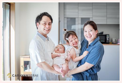 新築のご自宅で家族写真・ファミリーフォト