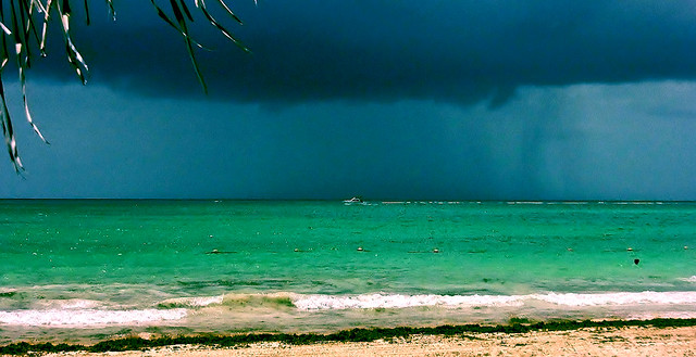 MEXIKO, Punta/Playa Maroma, An der Riviera Maya, Strand am Hotel Catalonia, ein Gewitter zieht auf .... Playa Maroma, on the Riviera Maya, beach at the Hotel Catalonia, a thunderstorm is approaching, 19971/12937